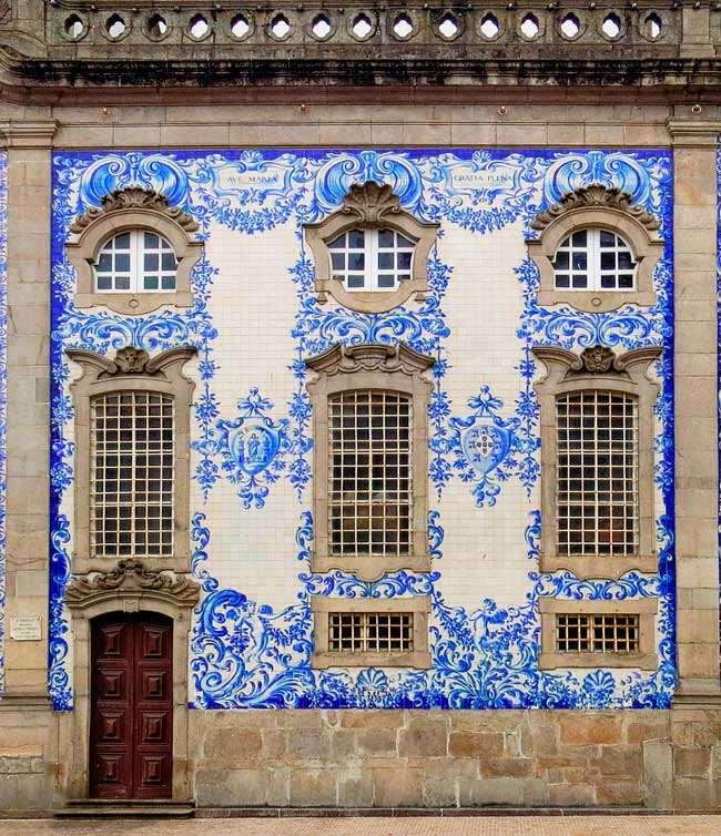 Porto is a beautiful city very famous for its kitchen, its streets and its art.